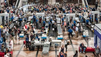 airport-tsa-security-check-gty-jt-170727_16x9_1600.jpg